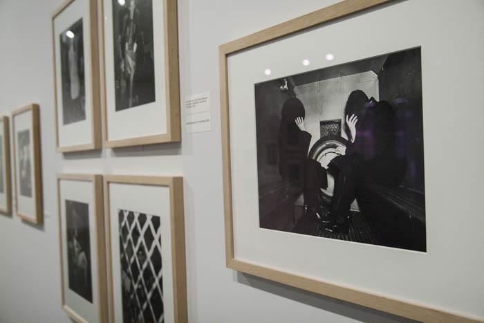 Weegee se convirtió en un mítico fotógrafo al llegar a la escena del crimen antes que la policía