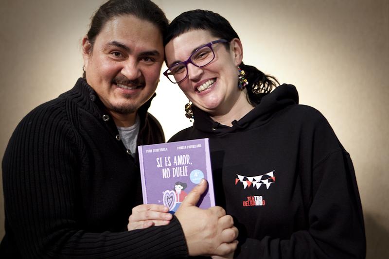 Ivan Larreinaga y Pamela Palenciano con el libro Si es amor no duele