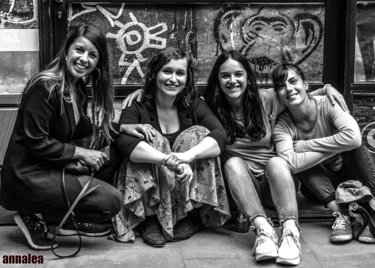 http://www.datecuenta.org/escuelalibre/wp-content/uploads/Annalea-06.jpg