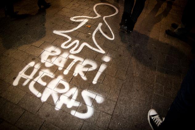 Siluetas pintadas recordaron otros casos de abuso de poder | Foto: FERNEY MONTOYA