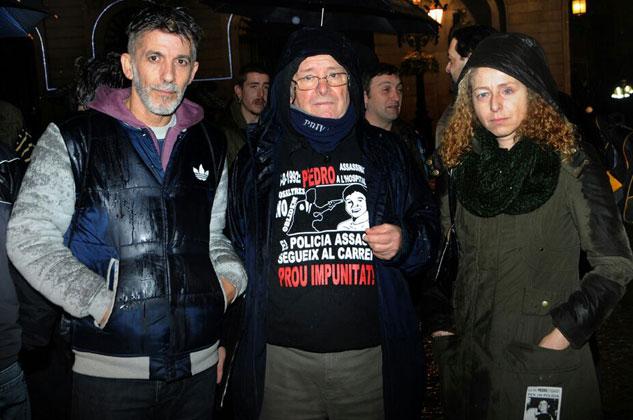 Gerardo Ariza, de la Plataforma Juan Andrés Benítez, y Esther Quintana apoyaron otra vez al movimiento vivo contra el abuso de poder más antiguo de Europa. | Foto: PEDRO MATA