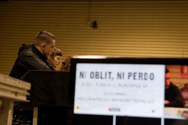 'Ni olvido ni perdón', el sempiterno lema contra los abusos de poder, durante la intervención de Alfon. | Foto: AITOR FERNÁNDEZ