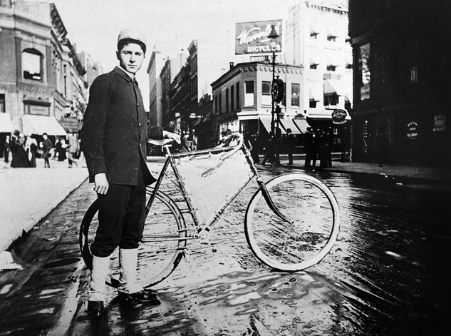 Bike Messenger, New York City 1898 | Foto: ALICE AUSTEN