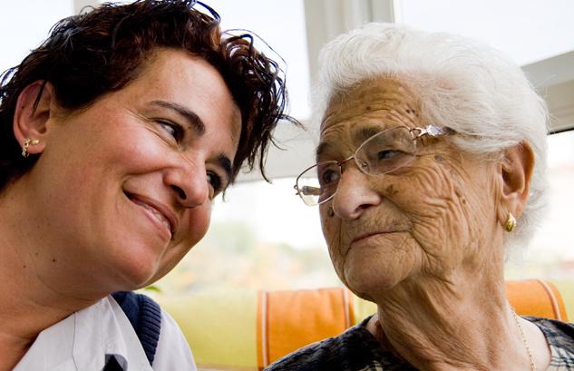 Paqui y Antonia, en un momento de la entrevista, en 2011 | Foto: AITOR FERNÁNDEZ