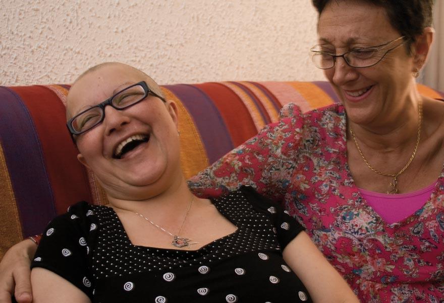 Luisa y Ana superaron juntas el cáncer de mama. Hoy, su amistad continúa. | Foto: AITOR FERNÁNDEZ (2008)