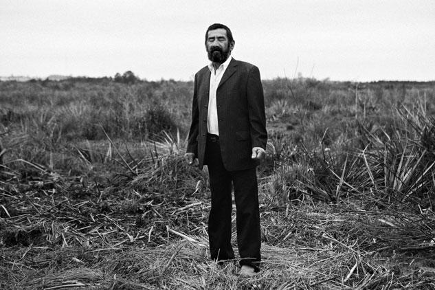 Gaspar emigró de Paraguay al norte de Argentina cuando la demanda de trabajo era grande. Ahora vive solo y no puede visitar a su familia. Foto: TONI ARNAU (Orilleros, RUIDO)